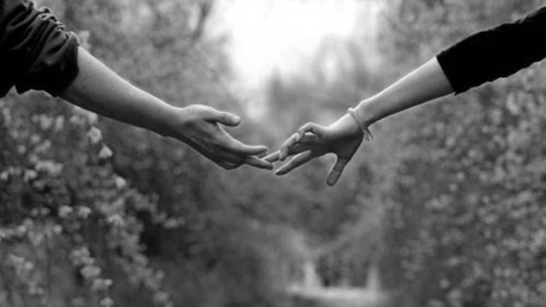 8 raisons de se tenir la main